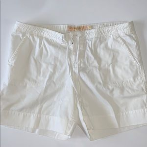 🔹Women's white J Crew shorts 🔹